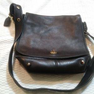 Vintage Coach bag black . can be a Crossbody.
